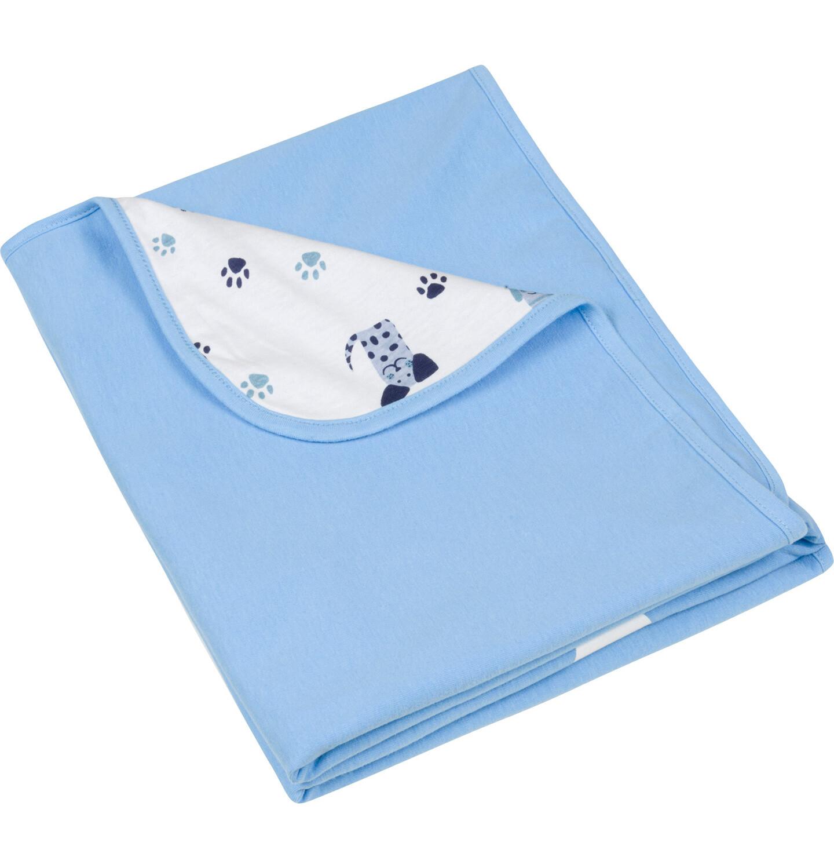 Błękitny kocyk dla niemowlaka do fotelika samochodowego.